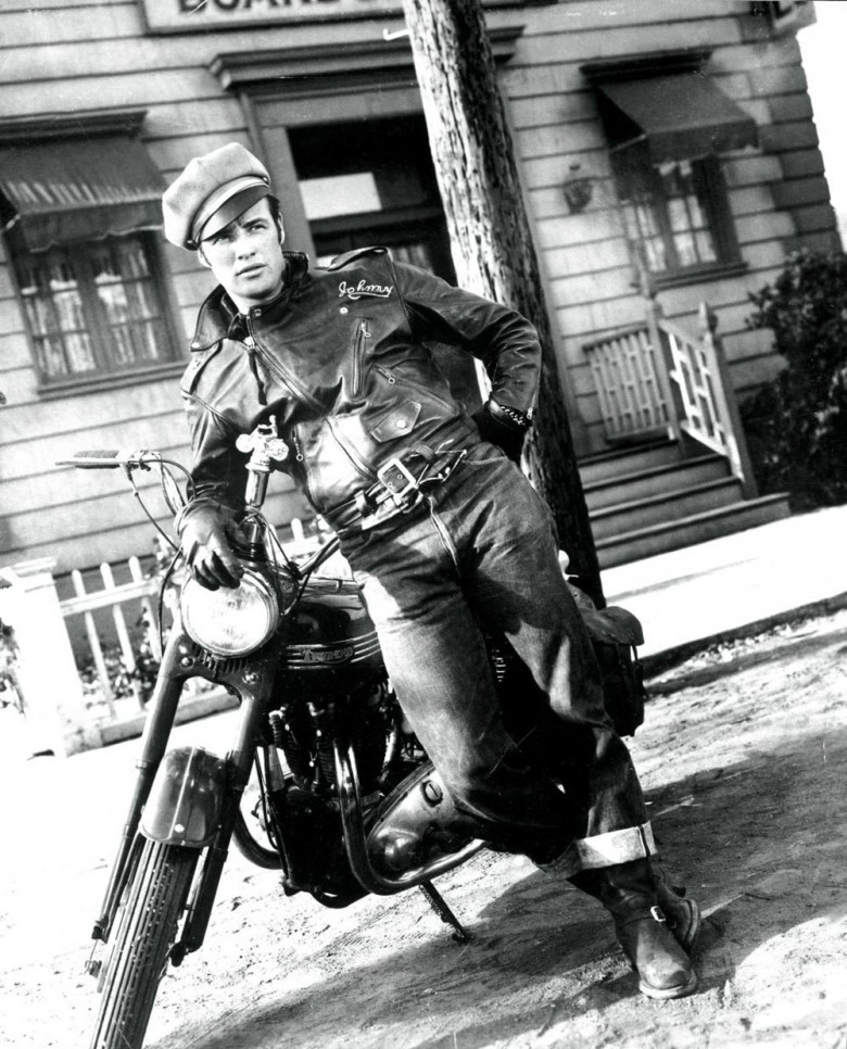 "Marlon Brando, Johnny en ""Salvaje"", con su Triumph Speed Twin"