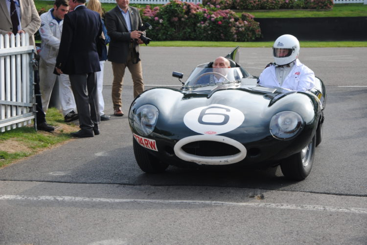 Stirling Moss en un Jaguar D